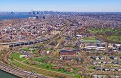 Vista aerea del parco di prospettiva in cielo del Lower Manhattan e di Brooklyn Immagini Stock Libere da Diritti