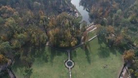 Vista aerea del parco nazionale Sofiyivka di Dendrological in Uman, Ucraina Metraggio del fuco 4K stock footage