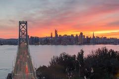 Vista aerea del ponte della baia di San Francisco-Oakland e di San Francisco Skyline, California, U.S.A. immagini stock