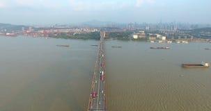 Vista aerea del ponte di Nanchino il fiume Chang Jiang stock footage
