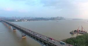 Vista aerea del ponte di Nanchino il fiume Chang Jiang archivi video