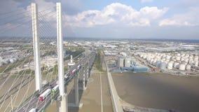 Vista aerea del ponte sospeso e del fiume archivi video