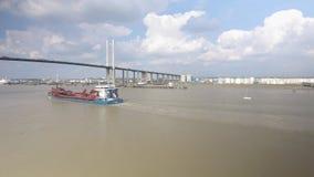 Vista aerea del ponte sospeso e del fiume stock footage