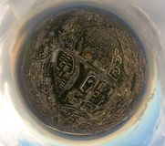Vista aerea del quadrato nella città con traffico della rotonda, stree fotografia stock