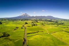 Vista aerea del supporto Taranaki nel parco nazionale di Egmont in Nuova Zelanda fotografia stock libera da diritti