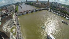 Vista aerea del Tamigi Big Ben e monumenti iconici della città di Londra - stock footage