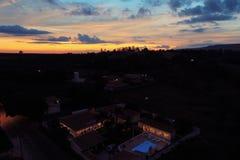Vista aerea del tramonto fantastico in campagna fotografie stock libere da diritti