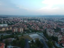 Vista aerea del tramonto Kragujevac - in Serbia fotografie stock