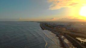 Vista aerea del tramonto sulla spiaggia di Valencia Litorale mediterraneo di Viareggio stock footage