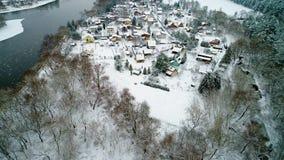 Vista aerea del vilage all'inverno video d archivio