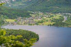 Vista aerea del villaggio di Hallstatt in alpi, Austria Immagine Stock