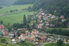 Vista aerea del villaggio di Kurort Rathen in Saxon Svizzera Fotografia Stock