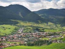 Vista aerea del villaggio di Likavka fotografie stock libere da diritti