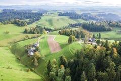 Vista aerea del villaggio rurale dell'Europa centrale Fotografia Stock