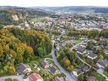 Vista aerea del villaggio rurale dell'Europa centrale Fotografie Stock