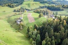 Vista aerea del villaggio rurale dell'Europa centrale Immagine Stock