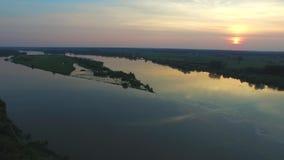 Vista aerea del Vistola, tramonto, Miecmierz video d archivio