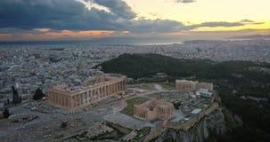 Vista aerea dell'acropoli di Atene al tramonto video d archivio
