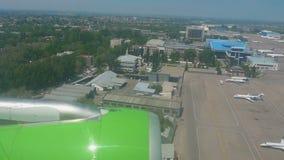 Vista aerea dell'aeroporto di Almaty stock footage
