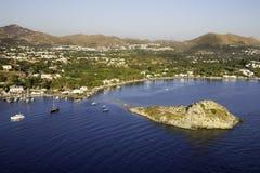 Vista aerea dell'angolo alto dell'isola del coniglio nella baia di Gumusluk, Bodrum Fotografia Stock Libera da Diritti