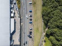 Vista aerea dell'automobili da un magazzino Fotografia Stock