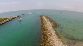 Vista aerea dell'entrata di canottaggio in Boca Raton, Florida archivi video