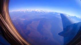 Vista aerea dell'Himalaya dalla finestra dell'aeroplano il chiaro giorno Immagini Stock