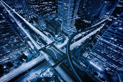 Vista aerea dell'intersezione di Sathorn o della giunzione con traffico di automobili, Bangkok in citt? thailand Distretto finanz immagini stock libere da diritti