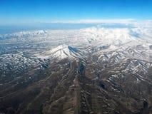 Vista aerea dell'Iran vicino a Tabriz che mostra gli altopiani e le nuvole Fotografia Stock