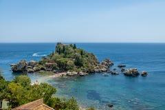 Vista aerea dell'isola di Isola Bella e della spiaggia - Taormina, Sicilia, Italia Fotografia Stock Libera da Diritti