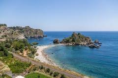 Vista aerea dell'isola di Isola Bella e della spiaggia - Taormina, Sicilia, Italia Fotografie Stock Libere da Diritti
