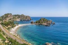 Vista aerea dell'isola di Isola Bella e della spiaggia - Taormina, Sicilia, Italia Immagini Stock Libere da Diritti