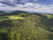 Vista aerea dell'ora legale in montagne vicino al mou di Czarna Gora Immagini Stock Libere da Diritti