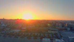 Vista aerea dell'orizzonte al tramonto dalla spiaggia di Malvarrosa a Valencia spain archivi video