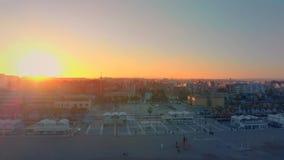 Vista aerea dell'orizzonte al tramonto dalla spiaggia di Malvarrosa a Valencia spain video d archivio