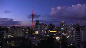 Vista aerea dell'orizzonte di Auckland al crepuscolo archivi video