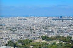 Vista aerea dell'orizzonte di Parigi di estate immagini stock