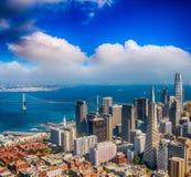 Vista aerea dell'orizzonte di San Francisco su una bella estate soleggiata Fotografia Stock