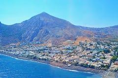Vista aerea dell'orizzonte dell'isola di Santorini del villaggio di Kamari Fotografia Stock Libera da Diritti