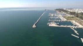 Vista aerea dell'yacht del porticciolo archivi video