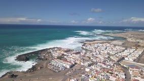 Vista aerea della baia di EL Cotillo, Fuerteventura stock footage