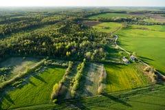 Vista aerea della campagna lituana alla sorgente Fotografie Stock