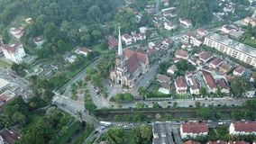 Vista aerea della cattedrale di Petropolis stock footage
