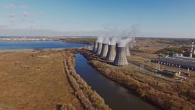 Vista aerea della centrale atomica stock footage