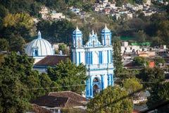 Vista aerea della chiesa e della città di San Cristobal al Chiapas, Messico Fotografie Stock