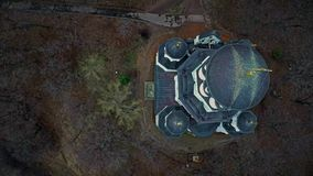 Vista aerea della chiesa ortodossa stock footage