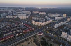 Vista aerea della città in autunno al tramonto fotografia stock