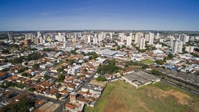 Vista aerea della città di Aracatuba nello stato di Sao Paulo in Brazi immagine stock libera da diritti