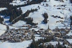 Vista aerea della città di Badia Dolomites Fotografie Stock Libere da Diritti