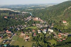 Vista aerea della città di Bardo vicino alla città di Klodzko Fotografia Stock
